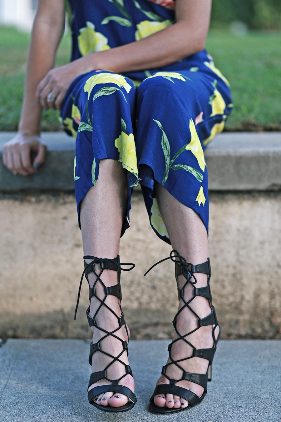 forever21 floral jumpsuit call it spring black heels 10