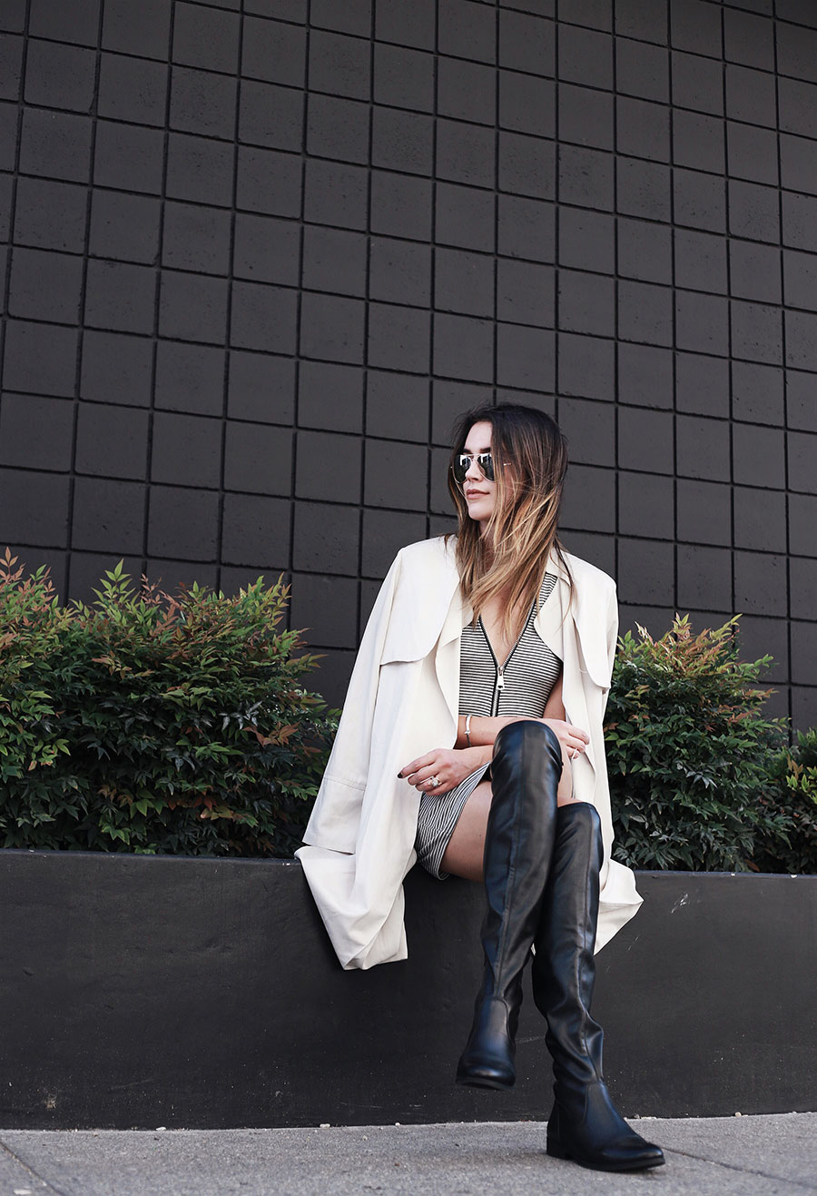 Over the knee boots trenchcoat fashion blogger