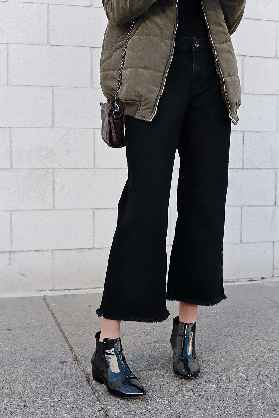 Black Cropped Flare Jeans |